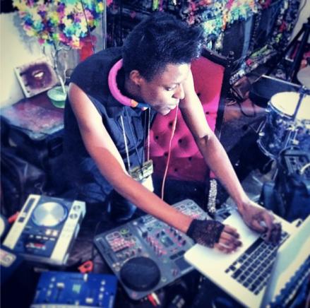 DJNovaJadeATHeartOfArtGalleryJan2014
